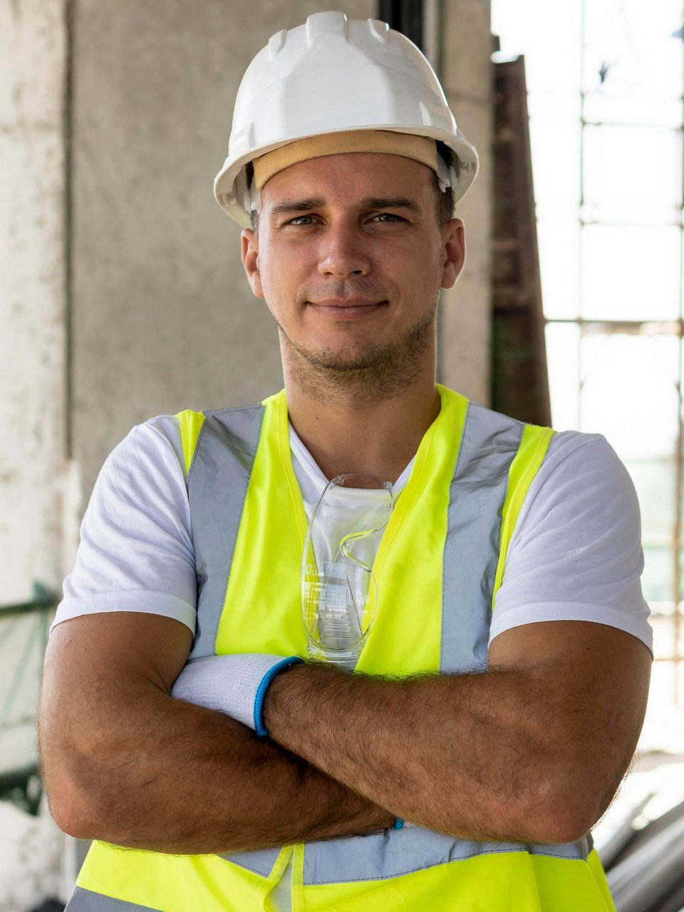 front-view-worker-construction-wearing-protection-gear